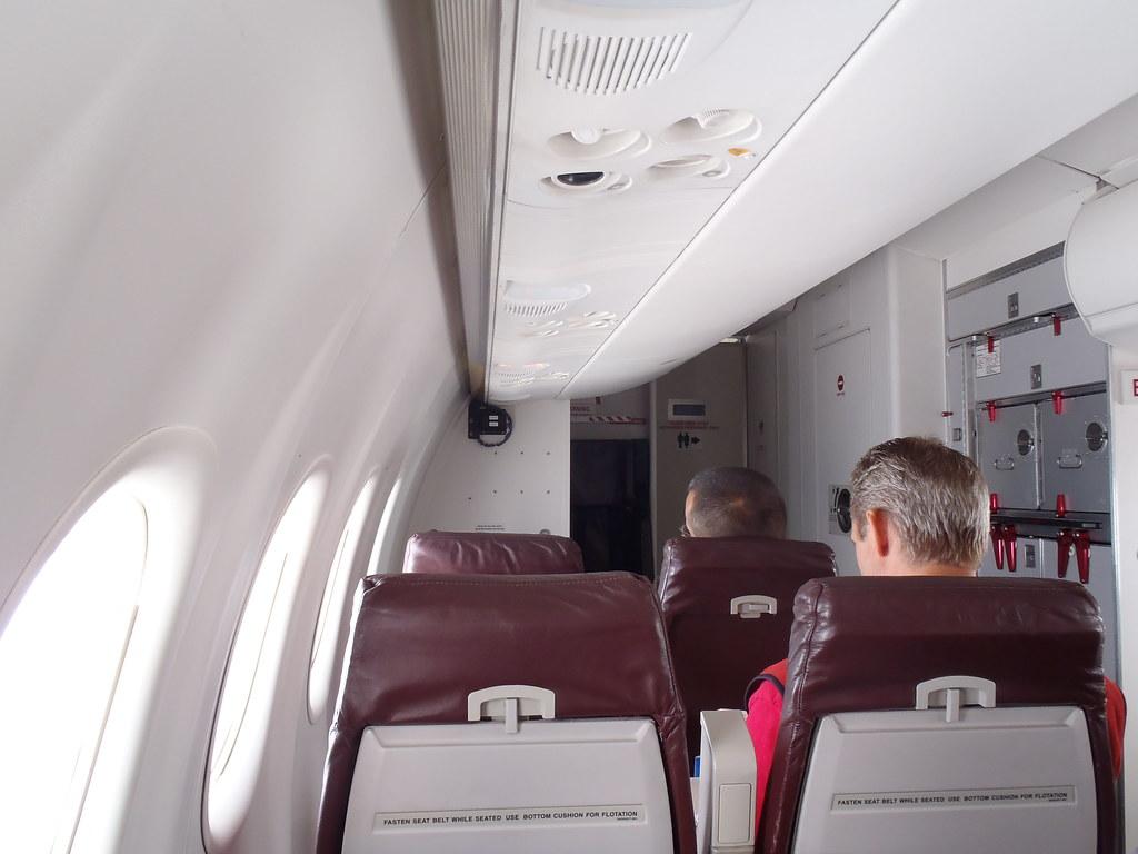 Alaska >> View of Alaska Airlines (Horizon Air) Dash 8 Q400 cabin | Flickr