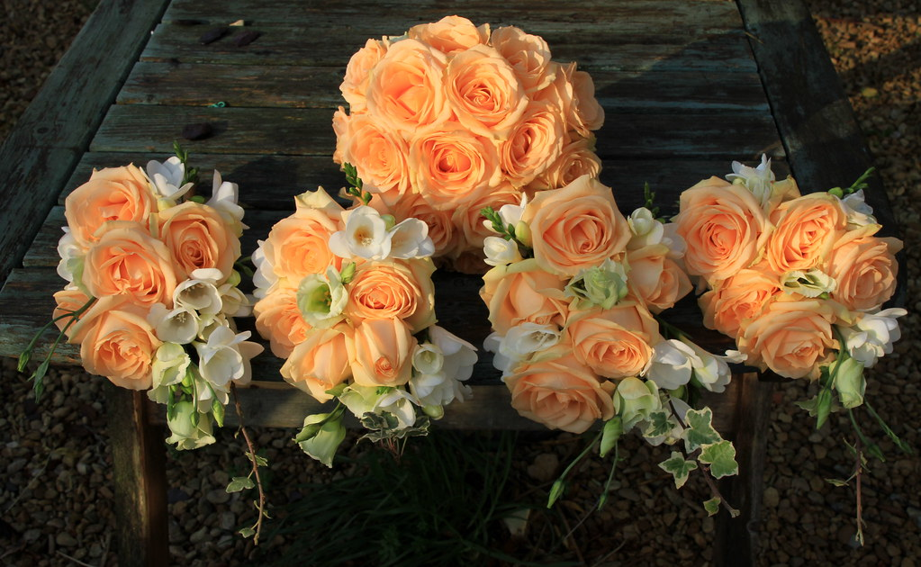 Rose Avalanche E Ortensie : Bridesmaids and brides peach avalanche rose bouquets flickr