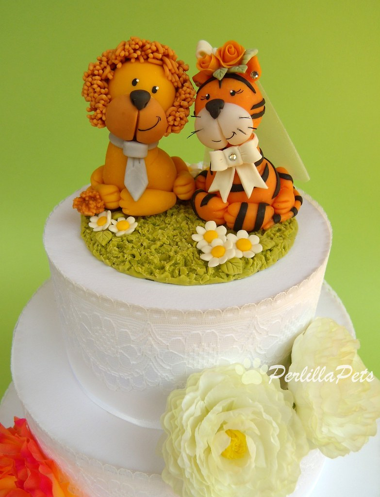 Leon and tiger cake topper on a wedding cake   Perlilla Pets   Flickr