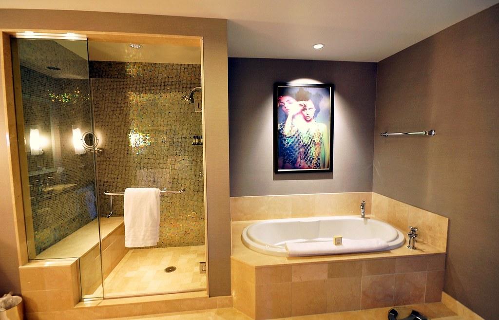 A Decent Bathroom in The Cosmopolitan Hotel in Las Vegas ...