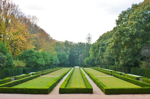 Contemporary boxwood parterre karl gercens flickr for Parterre 3d