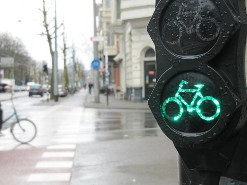 Bicycle traffic signal in Amsterdam | by James D. Schwartz