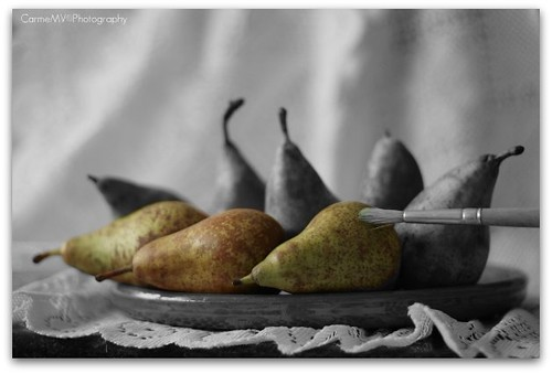 Pintando peras / Pears painting | by Carme MV Photography