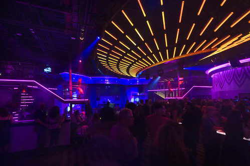 Casino Nightclub Décor | Custom LED Lighting Design | Loun ...