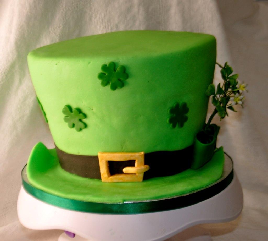 How To Make A Leprechaun Hat Cake