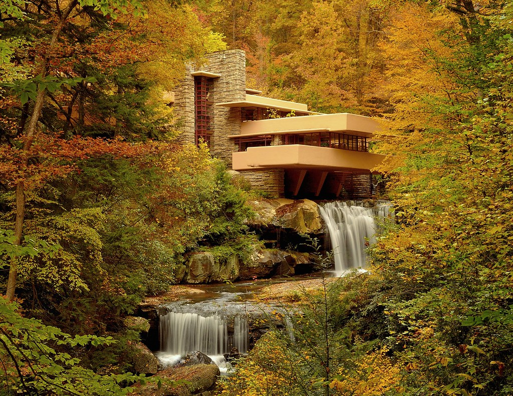 How Many Houses Did Frank Lloyd Wright Build