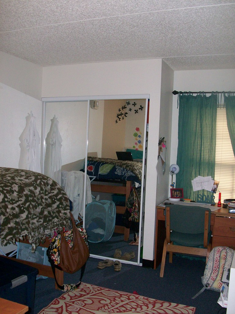North Lake Village Room Residents In 4 Bedroom Nlv Apartme Flickr