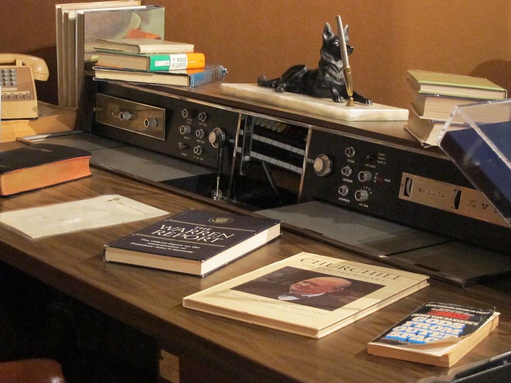Elvis Upstairs Desk Detail Vip Museum Graceland Flickr