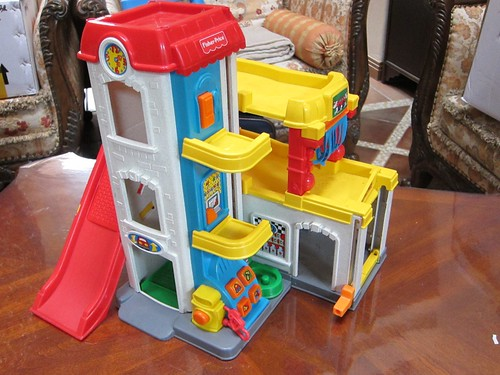 on hold fisher price car wash 70rmb used condition. Black Bedroom Furniture Sets. Home Design Ideas