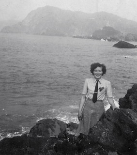 Stylish 40s lady by the sea | by vintage ladies