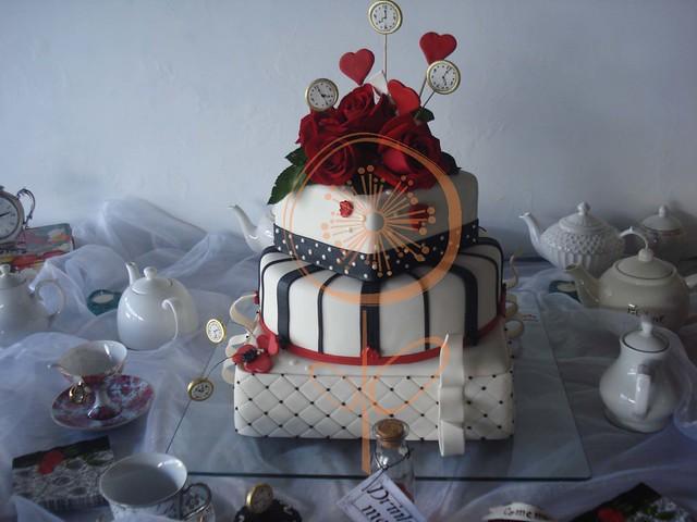 Torta de 15 a os alicia en el pais de las maravillas for Decoracion xv anos alicia pais maravillas