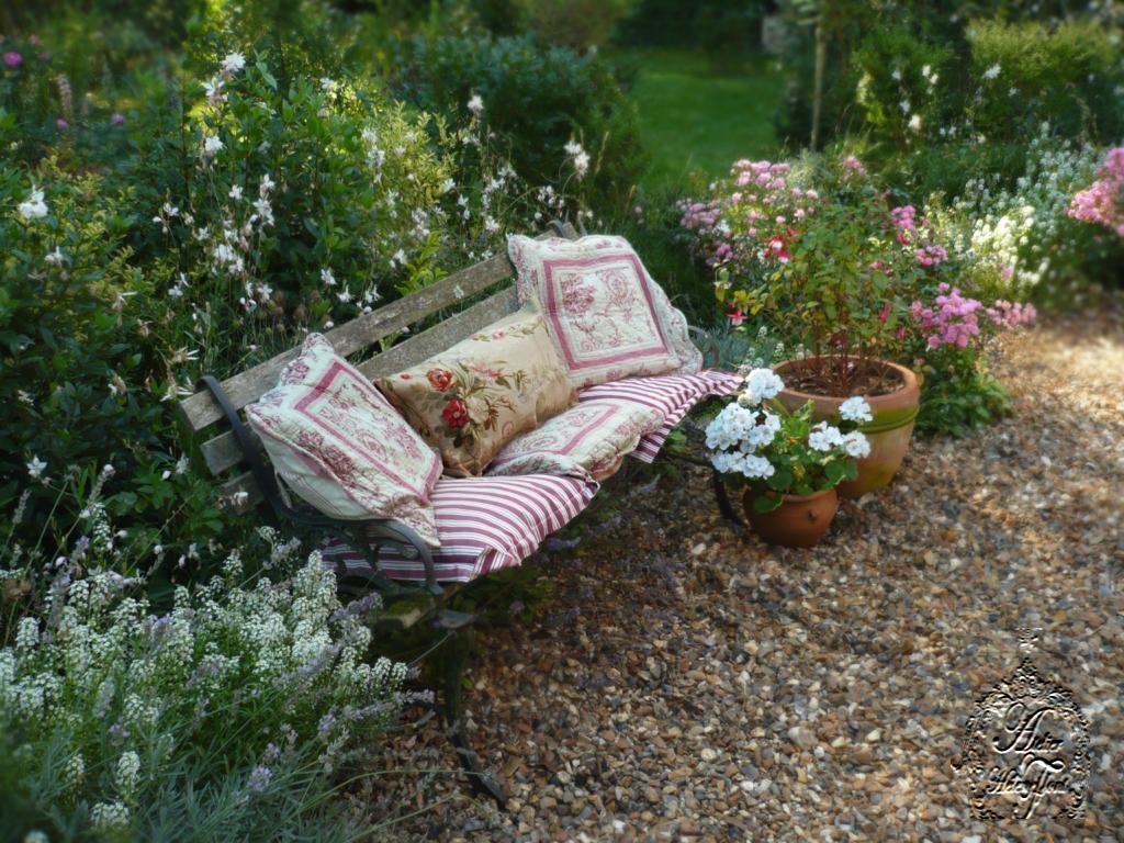 Octobre au jardin alysse gaura et geranium blanc flickr for Jardin octobre