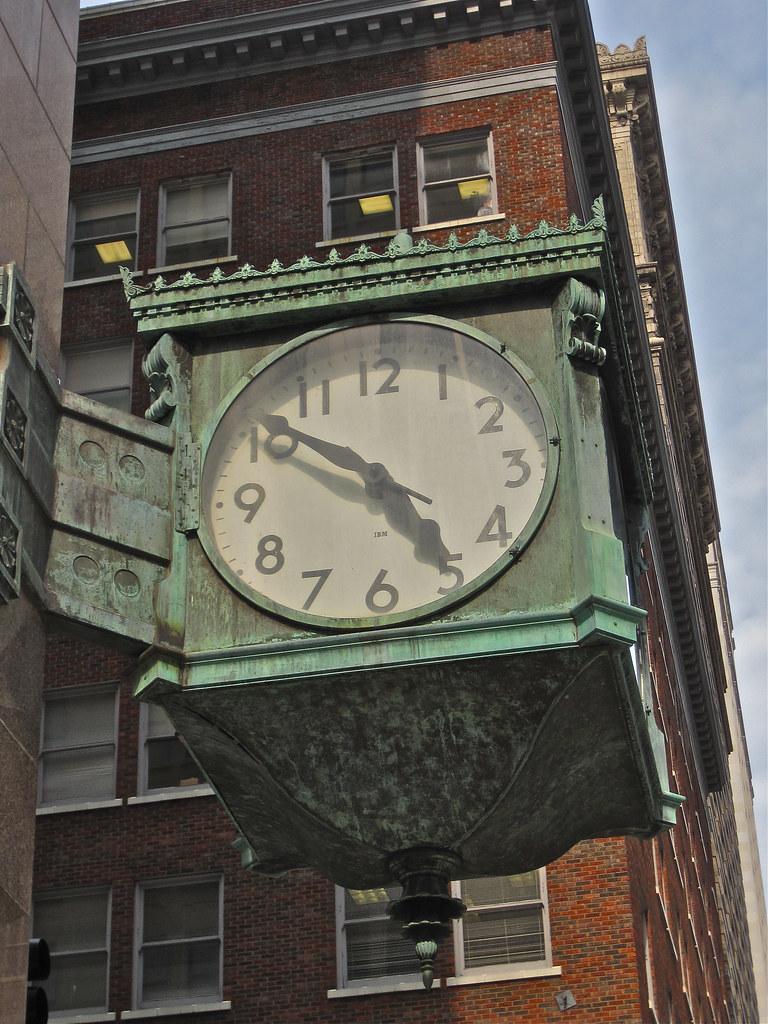 Street Clock Kansas City Mo A Street Clock In Downtown