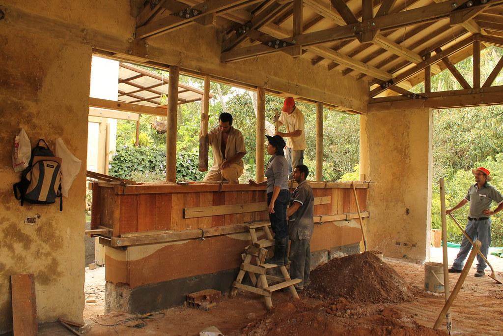 Casa mila construcci n de tapia construcci n de la tapia flickr - Construccion de casa ...