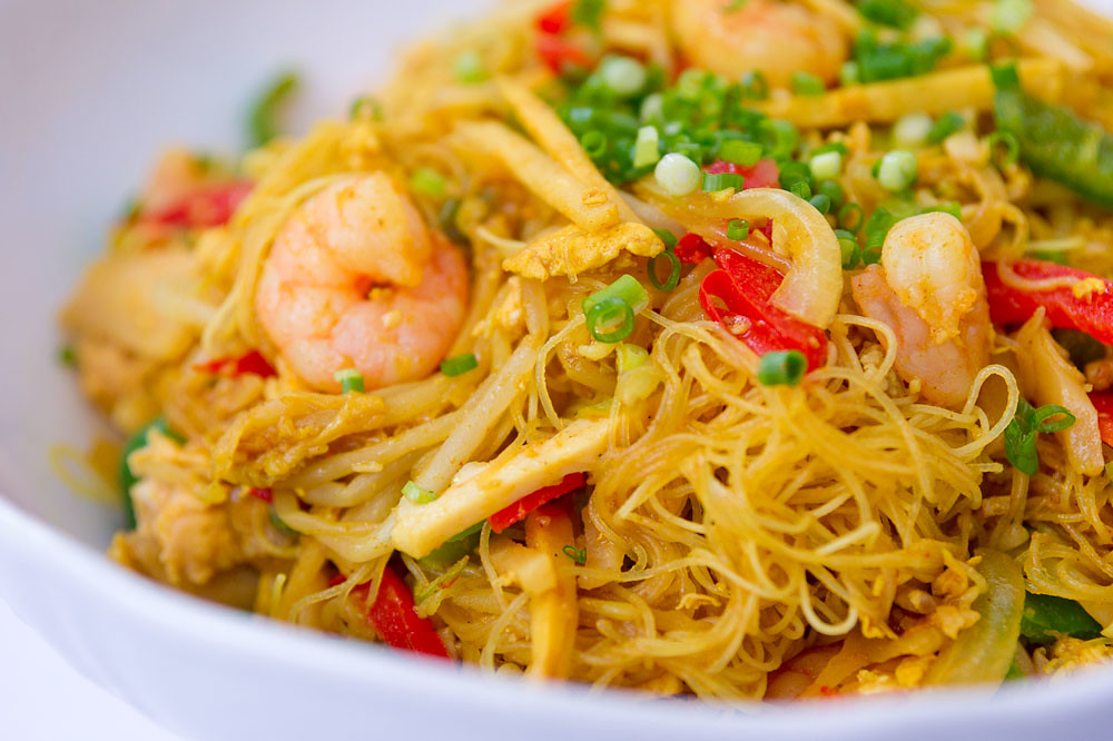 Singapore Noodles | Singapore noodles are a Chinese-American ...