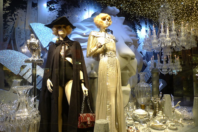 Inauguration des vitrines de no l chanel au printemps paris novembre 2011 flickr photo - Vitrine de noel paris ...