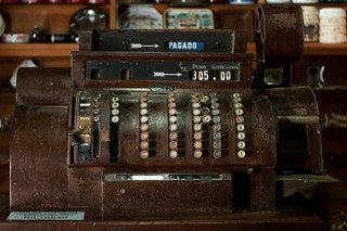 Old cash register @ Museo de los Lapices | Granja Arena | Colonia | by Andrés Moreira