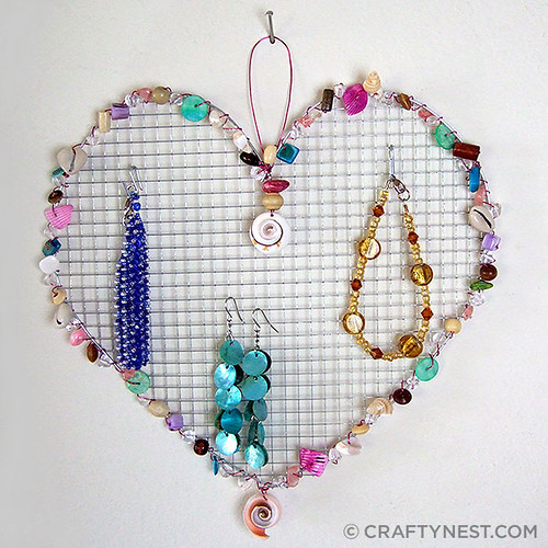heart-shaped wire jewelry holder | by craftynest