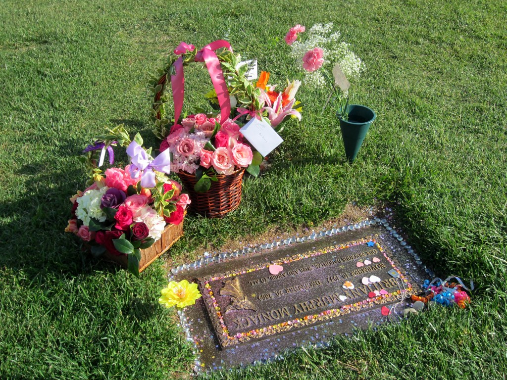 Brittany Murphy is buried in the same cemetery as Michael Jackson 12/25/2009 40
