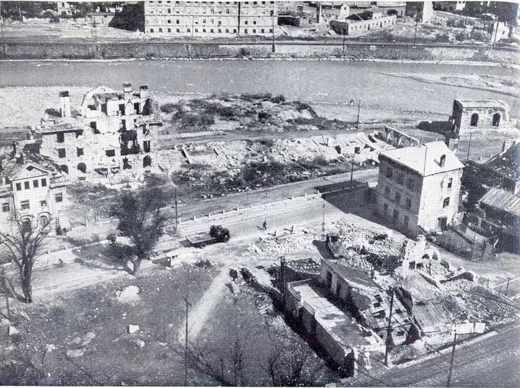 Libro bolzano viale trento dopo i bombardamenti flickr for Trento e bolzano