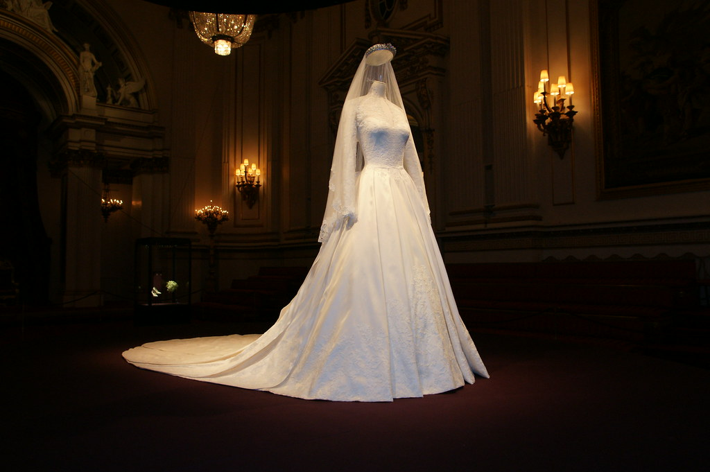 The duchess of cambridge 39 s wedding dress the duchess of for How to display a wedding dress
