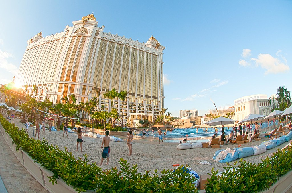 Galaxy Hotel Macau Lower Rooftop Beach And Wave Pool The Flickr