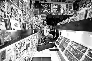 Gerry Paez | Record Store Day 2011  @ Valencia | by Nestor@INEDITT
