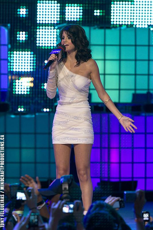 Selena Gomez Presenting   2011 MMVA Much Music Video Award ...