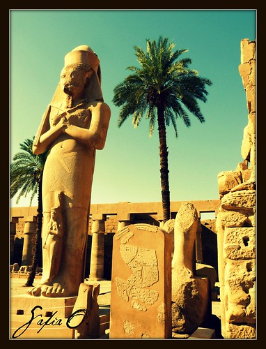Ramesses II statue, The Karnak Temple Complex, Luxor, Upper Egypt | by Saf'