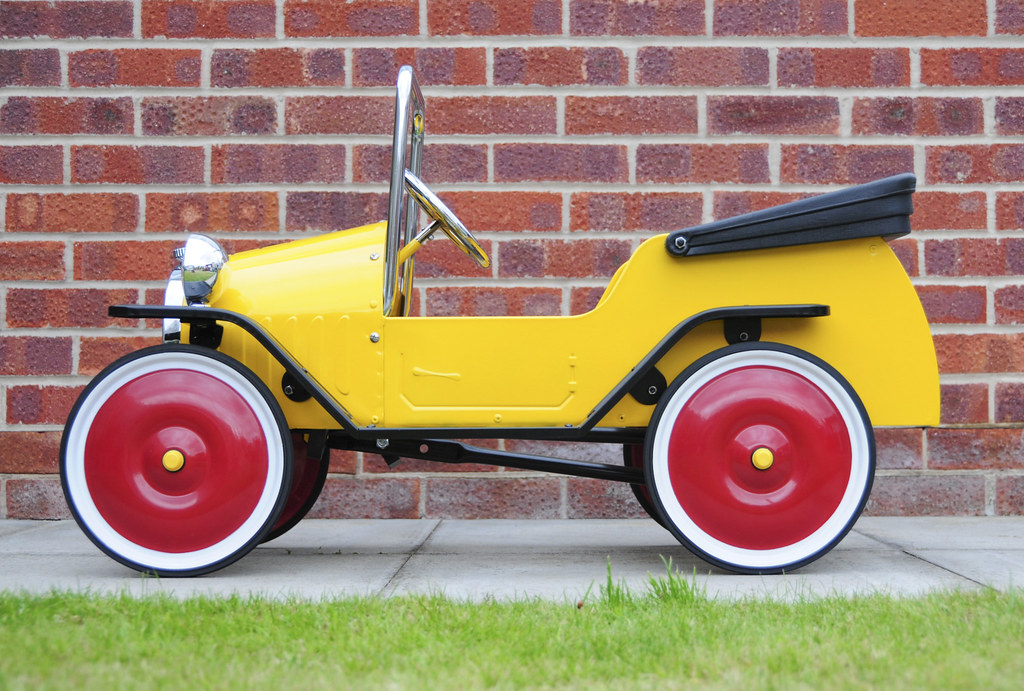 Brum Metal Classic Toy Ride-On Pedal Car - Side View | Flickr