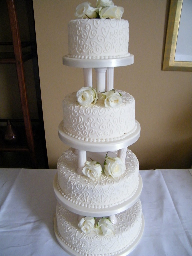 4 tier wedding cake support 4 tier wedding cake with pillars flickr 10415
