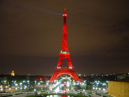 La Torre Eiffel Noche Roja Alejandro Burbano Flickr