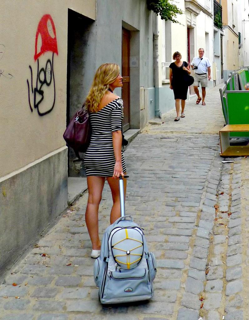 girl in montmartre   girl in montmartre paris france ...