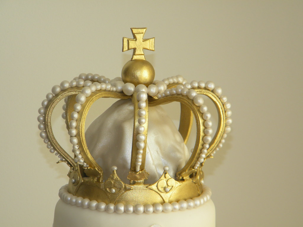 How To Make A King Crown Cake Topper