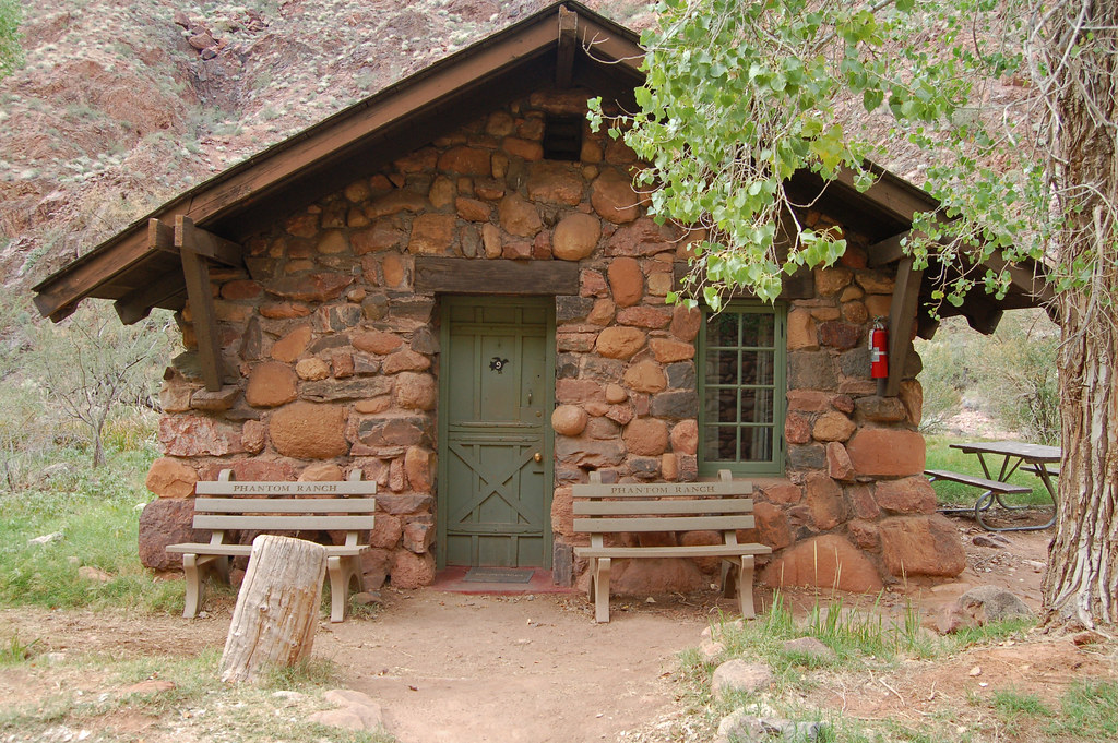 Grand Canyon National Park vacation rental cabins and homes near Grand Canyon Village and Tusayan can mean money savings, with the whole family eating healthy home cooking instead of the usual costly, boring tourist foods.