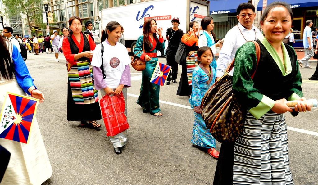 modern tibetan people traditional chubas aprons tibetan flickr