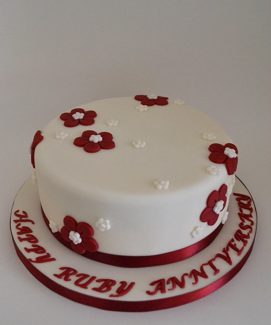 Cake Decorations For Ruby Wedding Anniversary : Ruby Wedding Anniversary Cake Ruby Wedding cake. Vanilla ...