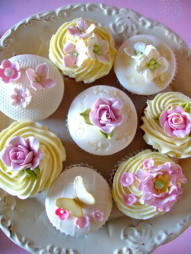 Summer blooms cupcakes | by nice icing