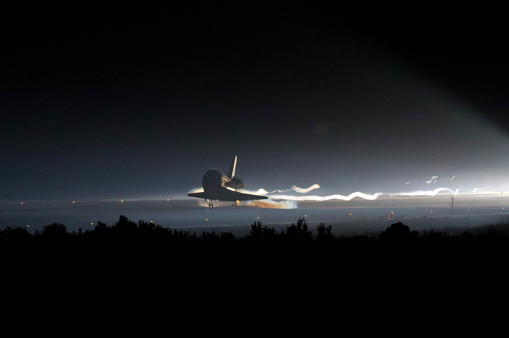 STS-135 Landing (201107210002HQ) | Space shuttle Atlantis ...