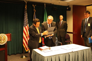 Undersecretary Carlo Giovanardi and Deputy Director David Mineta signs agreement | by Embassy of Italy in the US