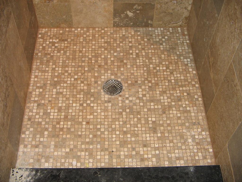 Piatto doccia in mosaici di rapolano ciottolo flickr - Mosaici per doccia ...