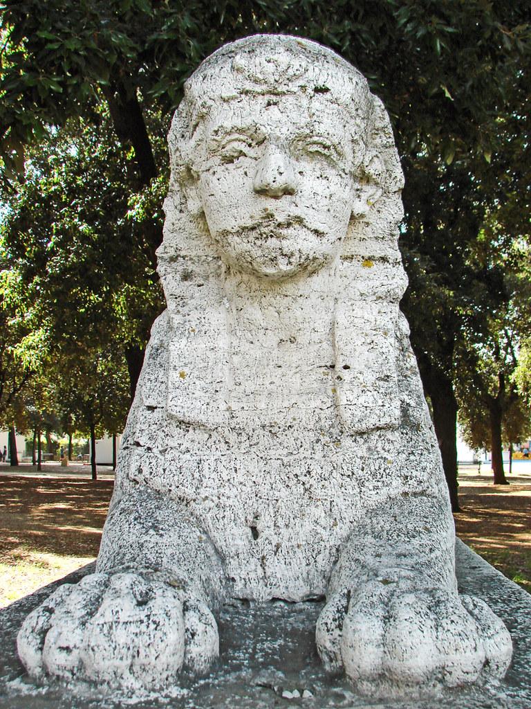 Jardin de la villa borgh se rome sculpture dans le for Le jardin 489 rome