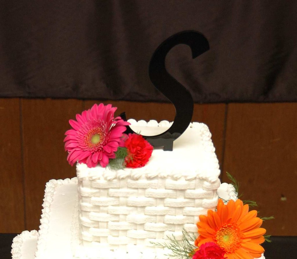 Mounting A Cake And Covering With Fondant