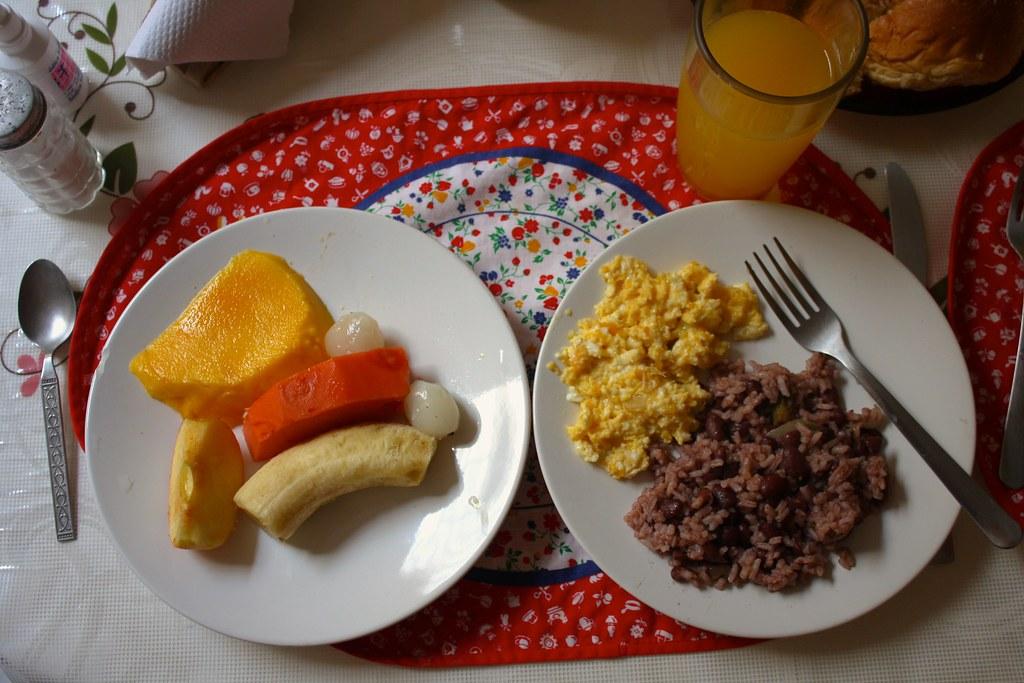 Costa Rican-Nicaraguan breakfast / Un desayuno costarricen ...