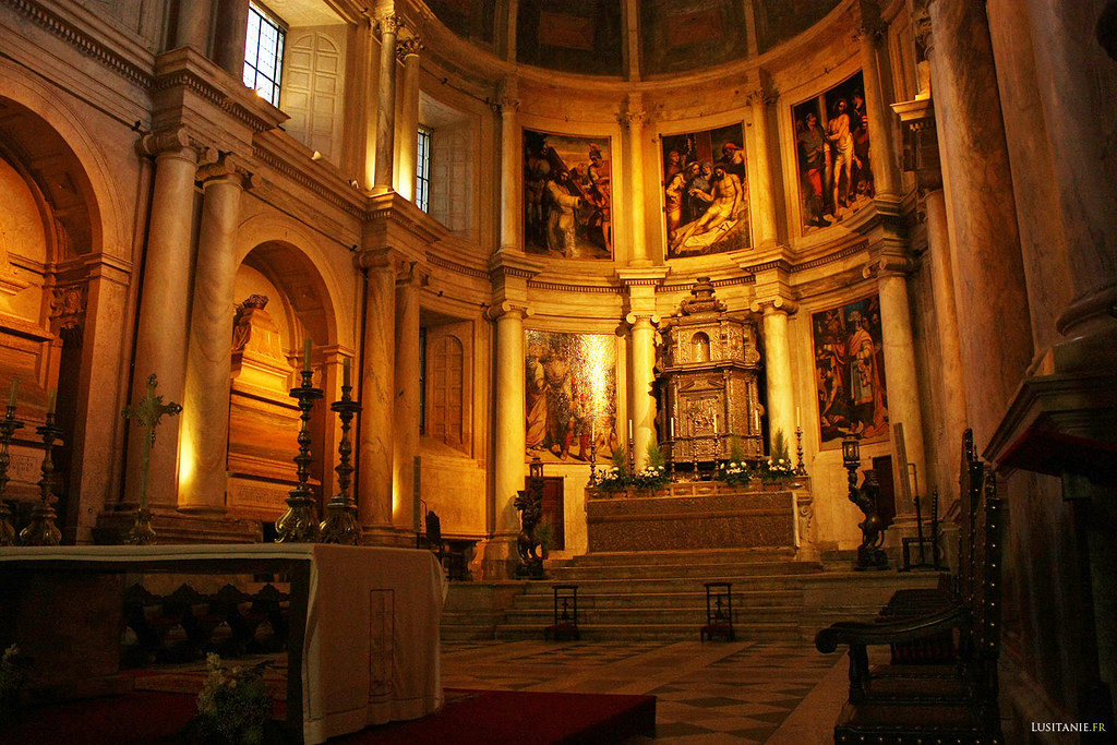 Autel et chapelle principale de l'église, où se trouvent les peintures de Lourenço de Salzedo