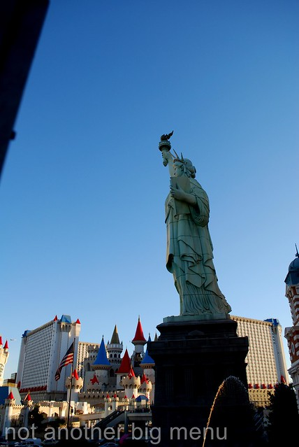 Las vegas nevada new york new york statue of liberty for Garden statues las vegas nv