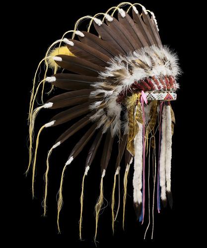 2115 10 01 Cheyenne Style Headdress Side View Cheyenne