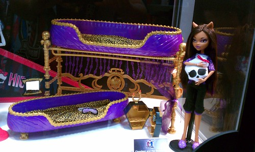 Sdcc 2011 clawdeen wolf w bed do not take my pictures - Camas monster high ...