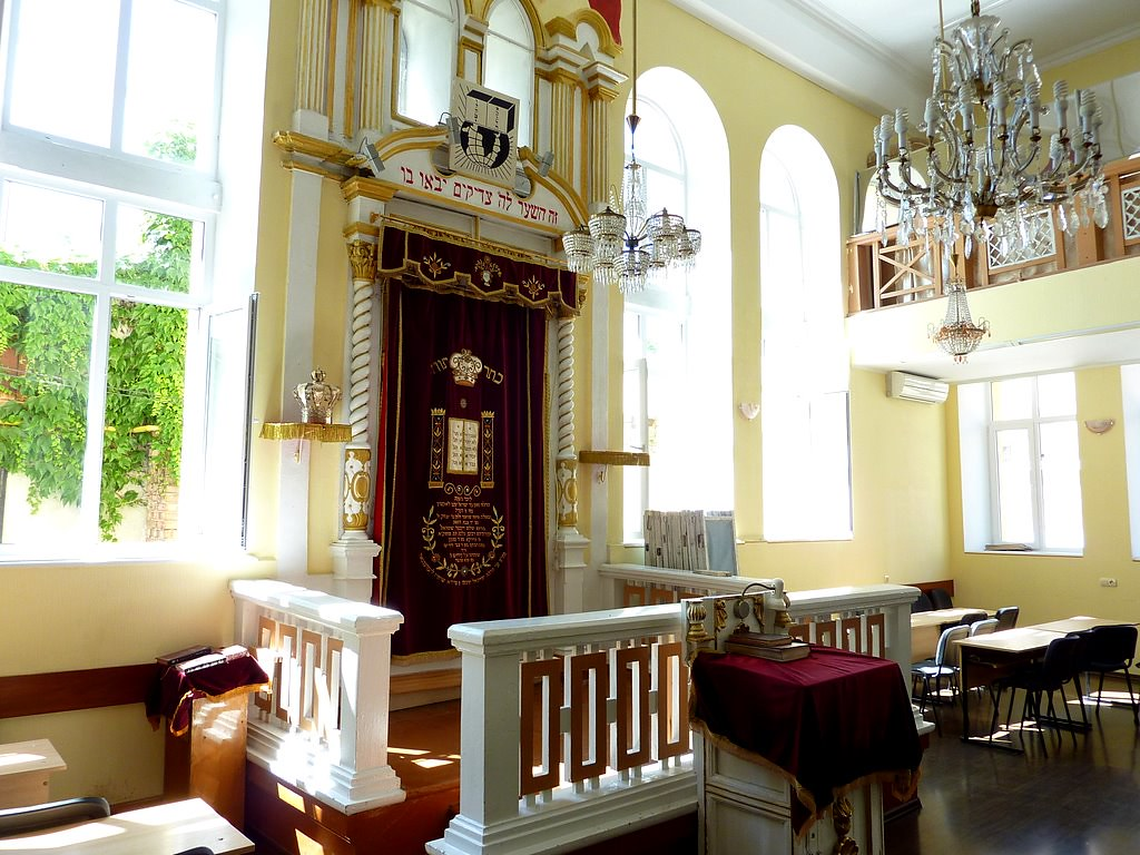 Interior of the Gleizer Shil (The Glaziers Synagogue) in C… | Flickr