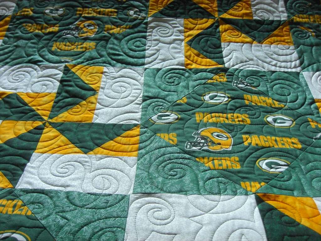 becky's greenbay packer's quilt | machine quilted w dizzy by… | Flickr : green bay packers quilt - Adamdwight.com